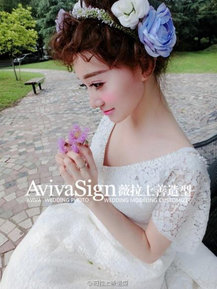 俏皮新娘搭配可爱甜美的鲜花造型