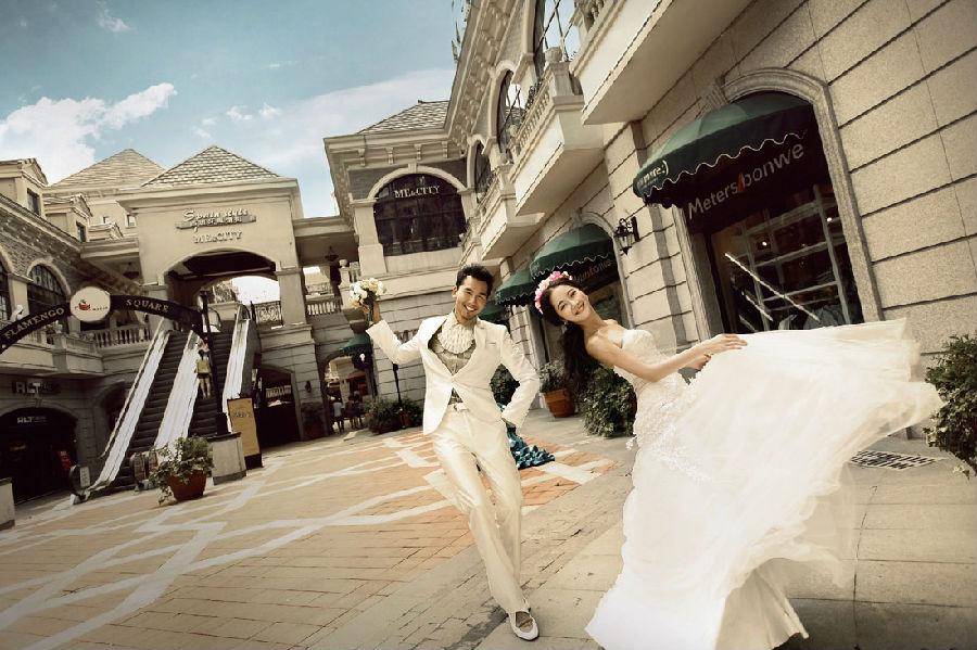 可拍摄取景:人潮街区,欧式建筑,喷泉,咖啡店 婚纱照欣赏