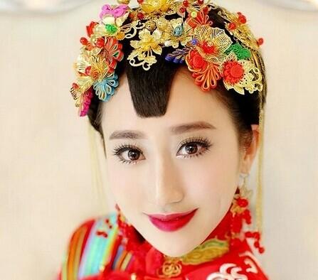 超古典美的新娘造型,精致的头饰盘发,来上一个2014复古唯美的红唇妆容图片