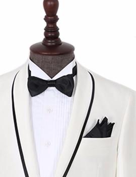 纯白镶边礼服