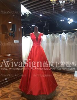 红色嫁衣如明媚的太阳出现般温暖,衬托你的明媚与耀眼光茫~