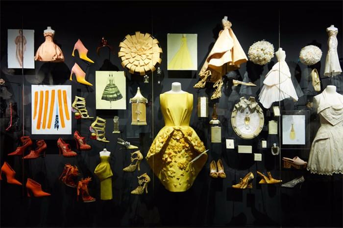 踏上Christian Dior的筑梦旅程:巴黎博物馆展出史上最大型服装品牌展览