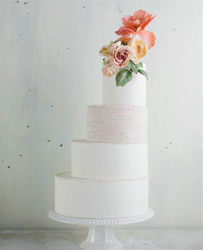 意想不到的花朵婚礼蛋糕